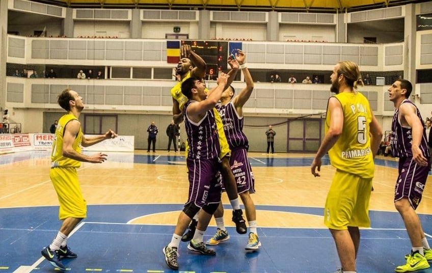 Campionat de baschet cu doar 12 echipe