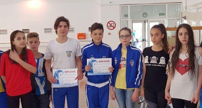 Înot: Mioveniul și-a îndeplinit obiectivele la regionalul de la Izvorani