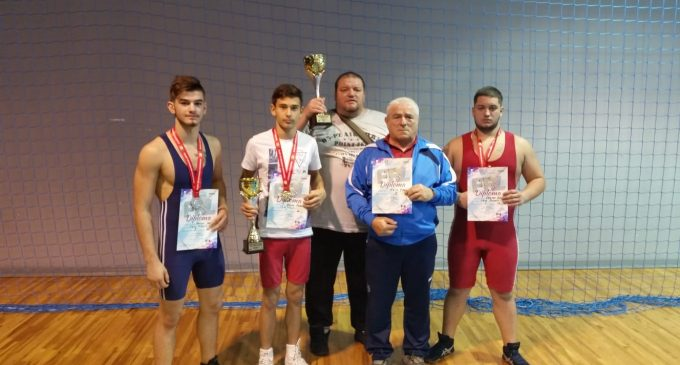 Lupte greco-romane | CSM Pitești/LPS Viitorul Pitești, 3 medalii la Cupa României rezervată cadeților