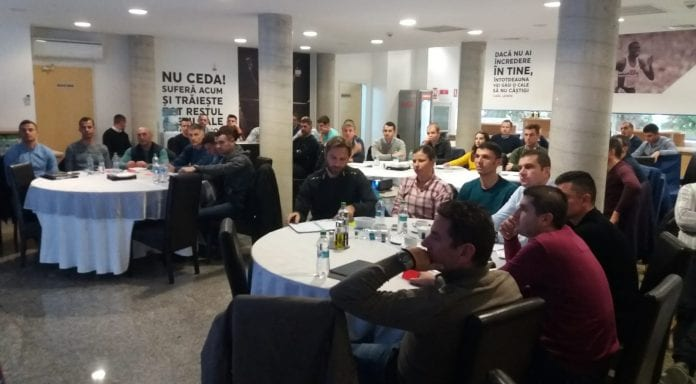 Arbitrii de Liga 1 și-au analizat prestațiile la întâlnirea lunară