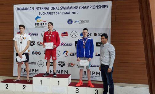Două medalii obținute de înotătorii piteșteni în prima zi de concurs