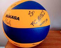 CONCURS ! O minge cu autografele voleibalistelor de la FC Argeș