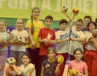 CS Viitorul H2O Pitesti,club de handbal pentru copii, și-a început activitatea duminică