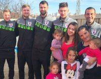 Baschetbaliștii au împărțit daruri unor familii nevoiașe