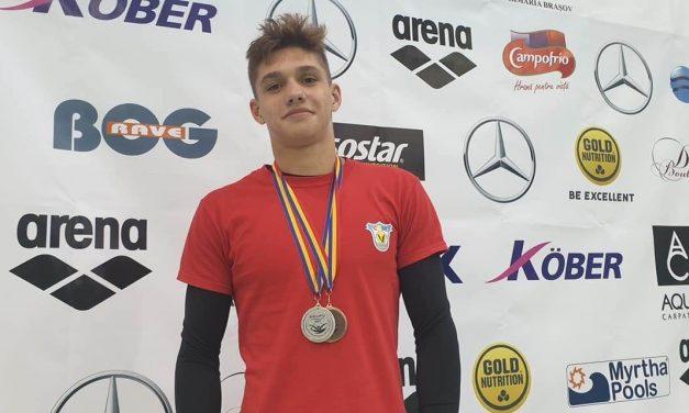 Vlad Rogoveanu, 6 medalii la Cupa Contratimp la natație de la Târgoviște