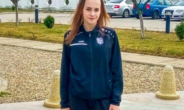 Antonia Elena Băduţ(Dacia Mioveni) se pregăteşte cu naţionala de volei junioare la Topliţa