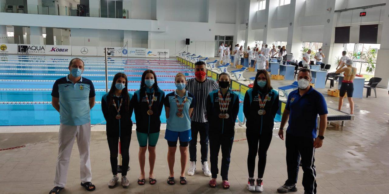 Înotătoarele de la CSM Piteşti au cucerit 13 medalii la Cupa României