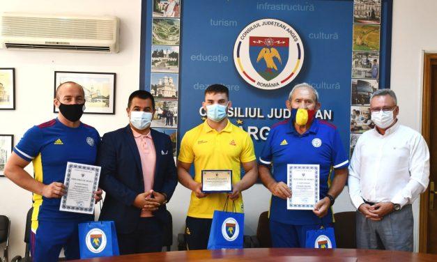"""Judoka Alexandru Raicu, premiat de Consiliul Județean Argeș cu """"Placheta de excelență"""""""